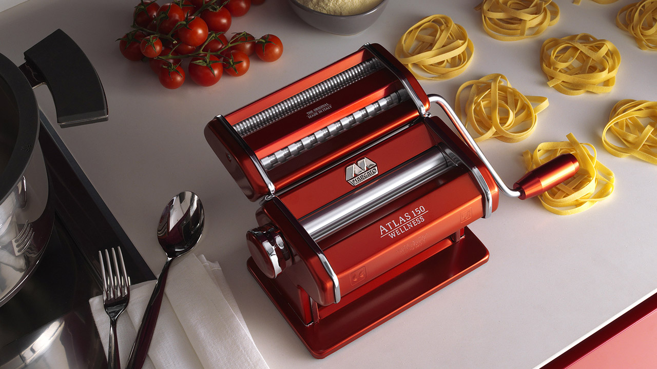 The best pasta maker for a manual machine is the Marcato Atlas 150 (red)